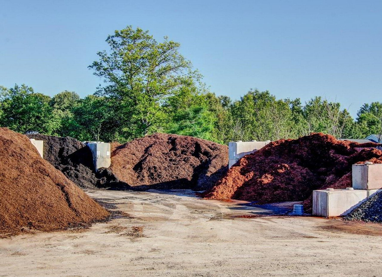 Bulk mulch near me about us mossrock 100 landscapers near for Landscaping rocks delivered
